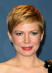 Michelle Williams wore a sheer glossy berry-colored lipstick at the 64th Annual Directors' Guild Awards.