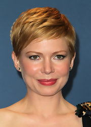 Michelle Williams wore a pair of diamond stud earrings at the 64th Annual Directors' Guild Awards.