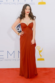 Kat Dennings looked phenom in her crimson bustier gown on the Emmy red carpet.