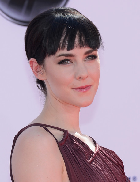 Jena Malone sported a chignon with blunt bangs at the 2012 Emmy Awards.
