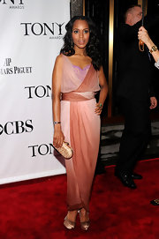 Kerry paired her divine draped gown with a softly-waved hairstyle.