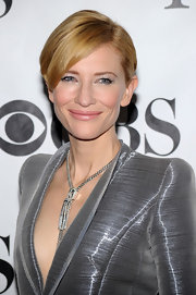 Cate killed it on the red carpet wearing a metallic Armani Prive Spring 2010 pantsuit. Her simple, side-parted hairstyle showed off the blazer's padded shoulders and sleek lapel.