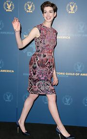 Anne wore this intricately embroidered dress with a boxy sheath silhouette for the DGA Awards.