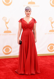 Kelly looked stunning a red silk chiffon flowing gown at the 2013 Emmy Awards.