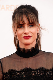 Amanda pulled back her ombre locks into a messy ponytail with choppy bangs for the red carpet.
