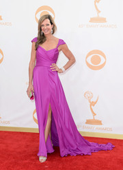 Allison looked gorgeous in a flowing, capped-sleeved gown with a high slit.