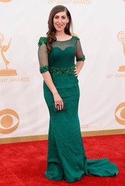 Mayim Bialik showed off her curves in an emerald three-quarter-length sleeve dress.