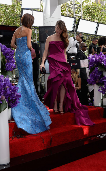 More Pics of Linda Cardellini Mermaid Gown (1 of 20) - Linda Cardellini Lookbook - StyleBistro