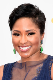 Alicia Quarles styled her short locks with a side part and messy-chic waves for the Emmys.