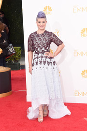 'Fashion Police' host Kelly Osborn complemented her lilac locks with a two-toned lace gown with tulle skirt for the 2014 Emmy Awards.