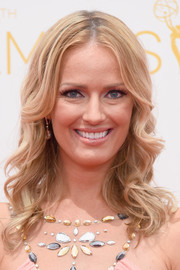 Brooke Anderson looked very girly with her center-parted curls during the Emmys.