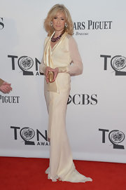 Judith Light looked positively statuesque in this silky chiffon cream dress.