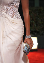 Eva la Rue was dressed to impress at the Golden Globes, pairing a colorful bejeweled clutch with her glamorous gown.