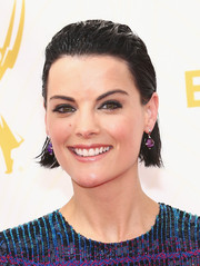 Jaimie Alexander went edgy with this wet-look 'do at the 2015 Emmys.