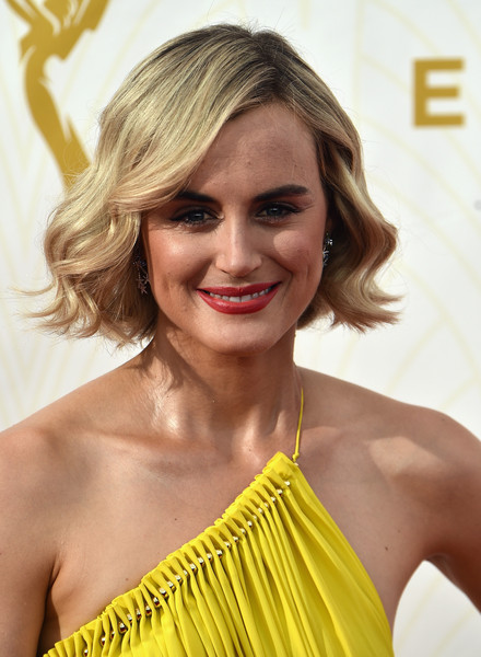 More Pics of Taylor Schilling Bright Lipstick (3 of 20) - Makeup Lookbook - StyleBistro [hair,hairstyle,blond,shoulder,long hair,beauty,hair coloring,chin,surfer hair,yellow,arrivals,taylor schilling,microsoft theater,los angeles,california,primetime emmy awards]