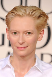 Tilda Swinton says size doesn't matter. Well, sorta. At the 2011 Golden Globes, Tilda's understated chain necklace boasted 100 carats of diamonds!
