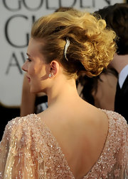 Scarlett Johansson gave her voluminous updo a touch f sparkle with an ornate diamond hair pin.