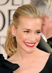 Piper Perabo added some spice to her look with a sultry scarlet pout.