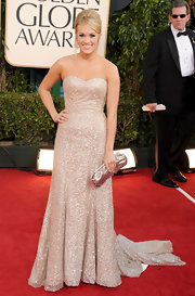 Carrie topped off her glitzy red carpet gown with a metallic clutch.
