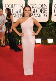 Vanessa shimmered in a sequined pearl evening dress with an embroidered shoulder at the Golden Globes.