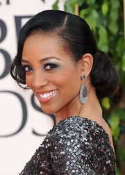 'Entertainment Tonight' correspondent Shaun Robinson showed off black diamond earrings at the 2011 Golden Globe Awards.