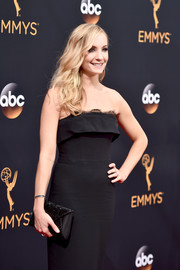 Joanne Froggatt arrived for the Emmy Awards carrying an elegant mixed-material envelope clutch.
