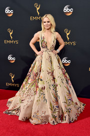 Kristen Bell looked absolutely breathtaking in a floral princess gown by Zuhair Murad Couture during the Emmy Awards.
