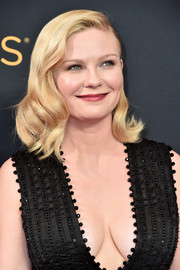 Kirsten Dunst glammed up her look with this vintage-style wavy 'do for the Emmys.