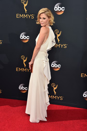 Julie Bowen oozed ultra-feminine glamour wearing this white Lela Rose gown, featuring a cascade of ruffles down the back, during the Emmy Awards.