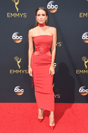 Renee Bargh vamped it up at the Emmys in a strapless red corset dress by Cappellazzo Couture.