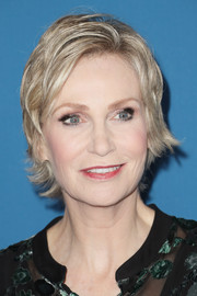 Jane Lynch was stylishly coiffed with this layered razor cut at the 2017 Directors Guild of America Awards.