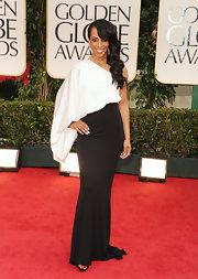 Shaun Robinson looked avant-garde in this black and white asymmetrical gown at the Golden Globes.