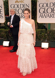 Amanda Peet wore a girly tiered polka-dot dress to the Golden Globe Awards.