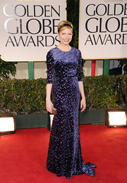 Michelle Williams wore a velvet burnout evening dress to the Golden Globes. She paired the piece with a darling headband.