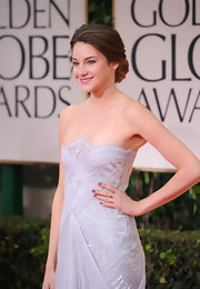 Shailene Woodley wore a glossy mauve nail polish at the 69th Annual Golden Globe Awards.