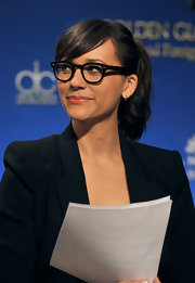 Rashida Jones looked adorable at the 69th Annual Golden Globe Awards nominations wearing black-rimmed glasses and a cute ponytail with sweet side-swept bangs.