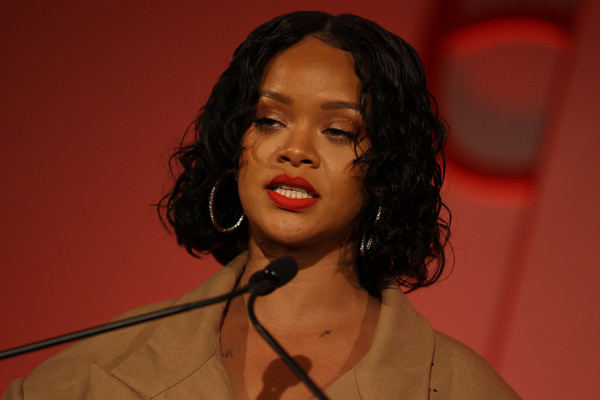 More Pics of Rihanna Curled Out Bob (5 of 88) - Rihanna Lookbook - StyleBistro [hair,face,lip,beauty,chin,lady,forehead,singer,human,singing,rihanna,honoree,stage,acceptance remarks,pier 60,new york city,annual parsons benefit]
