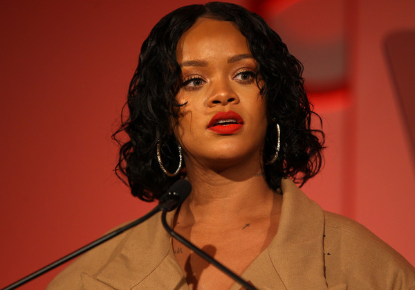 More Pics of Rihanna Curled Out Bob (2 of 88) - Rihanna Lookbook - StyleBistro [hair,face,lip,hairstyle,eyebrow,beauty,chin,forehead,singer,black hair,rihanna,honoree,stage,acceptance remarks,pier 60,new york city,annual parsons benefit]