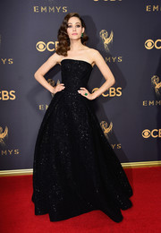 Emmy Rossum sparkled so elegantly in a strapless black ball gown by Zac Posen at the 2017 Emmys.