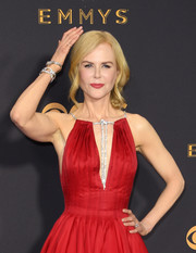 Nicole Kidman stunned with these Harry Winston diamond bracelets at the 2017 Emmys.