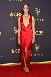 Yvonne Strahovski was red-hot in a custom Julien Macdonald silk column dress with a plunging neckline at the 2017 Emmys.