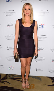 Jessy Schram showed off her curves with plum bandage dress.