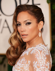 Jennifer Lopez finished off her look with a creamy beige lip.