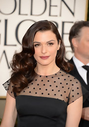 Rachel Weisz looked feminine and fabulous with a dark pink lip color at the 2013 Golden Globes.