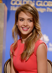 Jessica Alba's side-swept waves at the 2012 Golden Globe Nominations had a grungy (but cute!) '90s vibe to them.