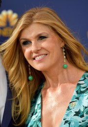 Connie Britton channeled the '70s with this feathered flip at the 2018 Emmys.