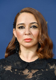 Maya Rudolph looked lovely with her half-pinned waves at the 2018 Emmys.