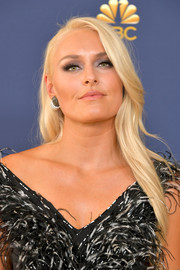Lindsey Vonn looked simply elegant with her long side-parted hairstyle at the 2018 Emmys.