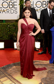 Ariel Winter went the ultra-glam route in a burgundy one-shoulder gown by Mikael D during the Golden Globes.