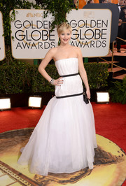 Jennifer Lawrence looked like a goddess in her white Christian Dior strapless gown during the Golden Globes.